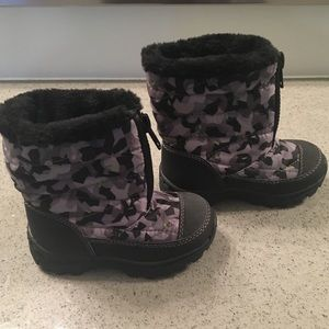 NWOT Toddler Winter Boots 11